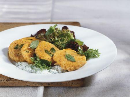 Kürbisküchlein mit Salat und Joghurtdip