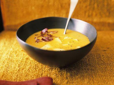 Kürbissuppe mit Fleckerlnudeln und Radicchio
