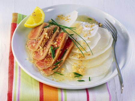Kurzgebratener Thunfisch mit Rettichsalat