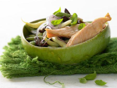 Lachs auf buntem Bohnensalat