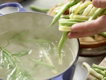 Lachs auf buntem Bohnensalat: Zubereitungsschritt 1