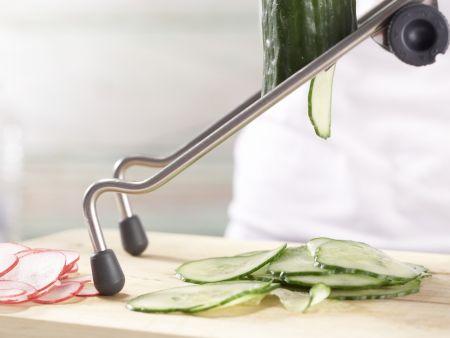 Lachs-Gurken-Salat: Zubereitungsschritt 2