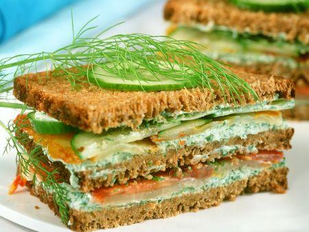 Lachs-Gurken-Sandwich