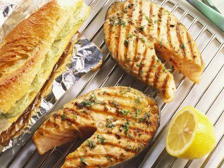 Rezept: Lachs vom Grill mit Knoblauchbrot