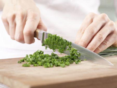 Lachstatar auf Selleriepuffern: Zubereitungsschritt 2