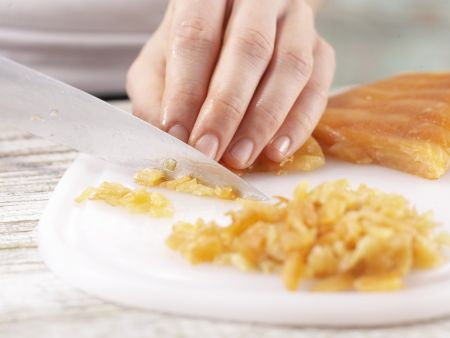 Lachstatar auf Selleriepuffern: Zubereitungsschritt 3