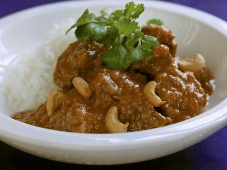 Lamm in indischer Soße mit Cashewkernen dazu Reis