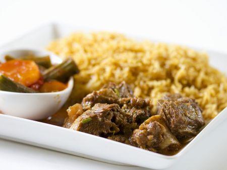 Lammcurry mit Reisbeilage und Gemüse