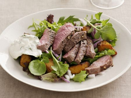 Lammfilet mit Joghurt-Minz-Soße und Salat