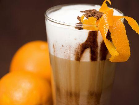 Latte Macchiato mit Orangenlikör