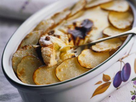 Rezept: Lauch-Puten-Gratin mit Kartoffelhaube