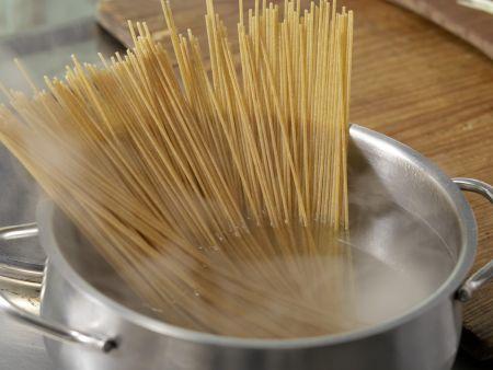 Lauch-Spaghetti mit Thunfischsauce: Zubereitungsschritt 2