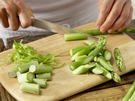 Lauwarmer Spargel-Tomaten-Salat: Zubereitungsschritt 1