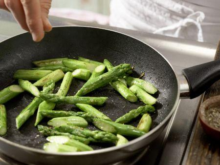Lauwarmer Spargel-Tomaten-Salat: Zubereitungsschritt 2
