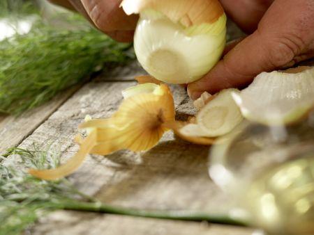 Lengfisch auf Kümmel-Spitzkohl: Zubereitungsschritt 1
