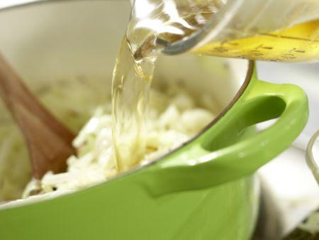 Lengfisch auf Kümmel-Spitzkohl: Zubereitungsschritt 5