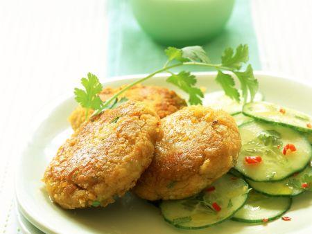 Linsen-Ingwer-Frikadellen mit Gurkensalat
