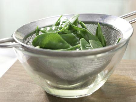 Mairübensalat mit Sprossen: Zubereitungsschritt 3