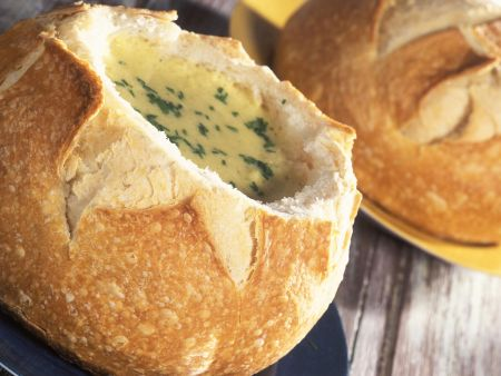 Maissuppe im Brotlaib