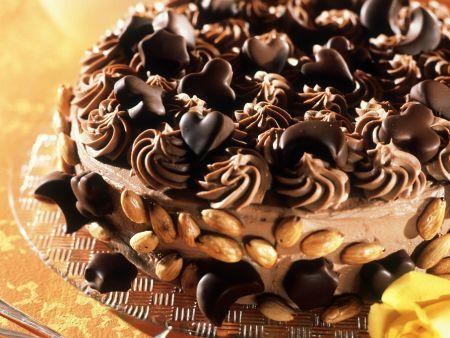 Mandel-Schoko-Torte mit Pralinengarnitur