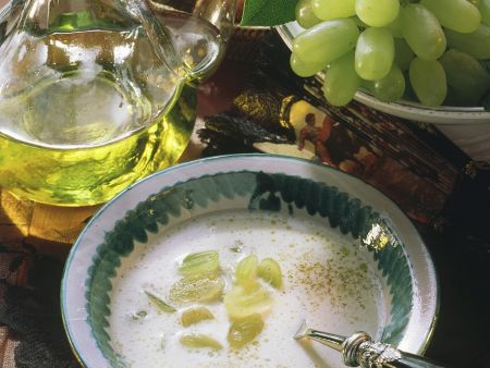 Mandel-Traubensuppe