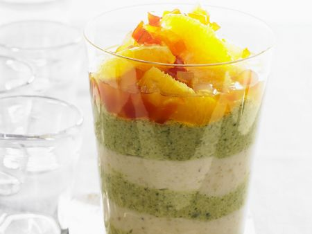 Mandel- und Pistazienmousse mit Zitrusfrüchte-Salat