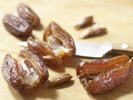 Mandelmakronen mit Datteln: Zubereitungsschritt 1