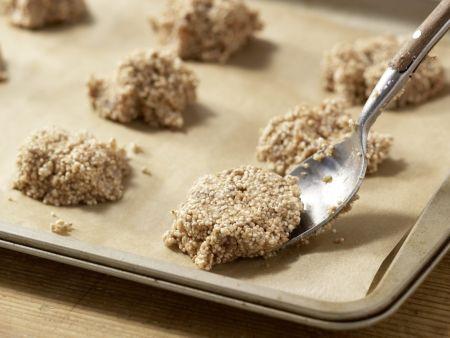 Mandelmakronen mit Datteln: Zubereitungsschritt 5