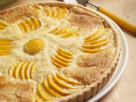 Mandeltarte mit Pfirsich