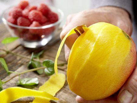 Mango-Himbeer-Cocktail: Zubereitungsschritt 1