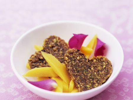 Rezept: Mango-Rosen-Salat mit Feigen-Herzen