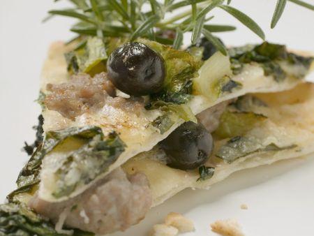 Mangoldpizza mit Thunfisch und Oliven