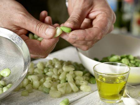 Marinierte dicke Bohnen: Zubereitungsschritt 1