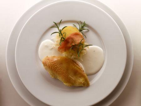 Marinierte Hähnchenbrust mit Sahnesauce und Sauerkraut