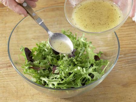 Mariniertes Rinderfilet auf Blattsalat: Zubereitungsschritt 7