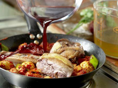 Geschmortes Hähnchen in Rotwein: Zubereitungsschritt 5