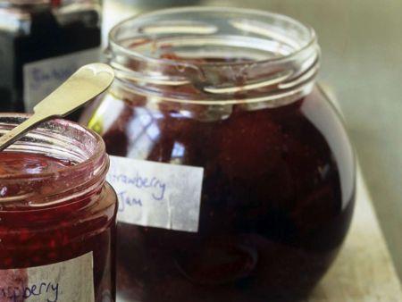 marmelade aus erdbeeren rezept eat smarter. Black Bedroom Furniture Sets. Home Design Ideas