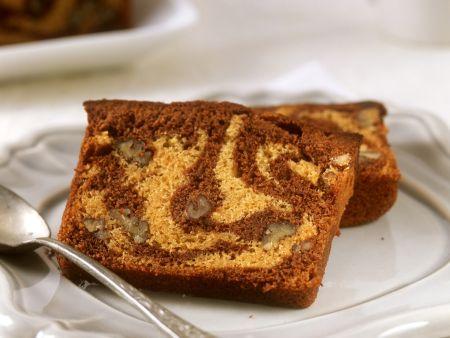Marmorkuchen mit Nussstückchen
