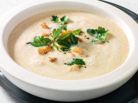 Maronen-Pastinaken-Cremesuppe mit Jakobsmuscheln
