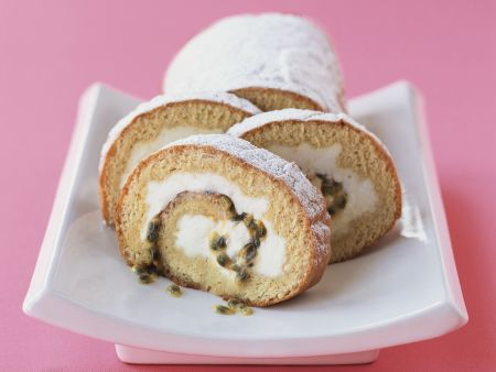 Mascarpone-Roulade mit Passionsfrucht