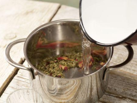 Mate-Malven-Tee: Zubereitungsschritt 1