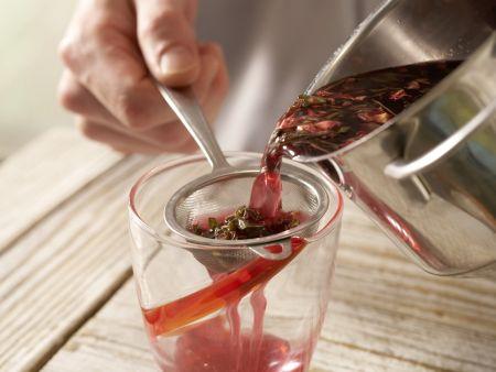Mate-Malven-Tee: Zubereitungsschritt 3
