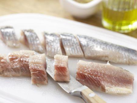 Matjessalat auf Crostini: Zubereitungsschritt 1