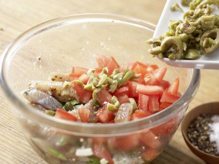 Matjessalat auf Crostini: Zubereitungsschritt 7