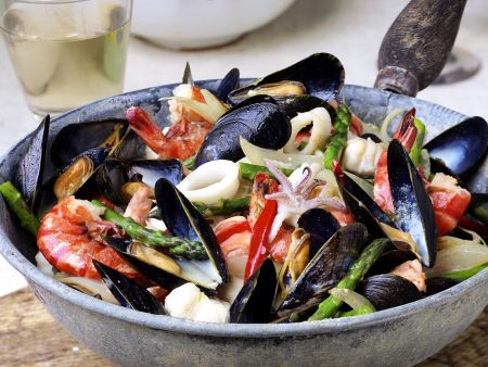 Meeresfrüchte mit Fenchel und Spargel