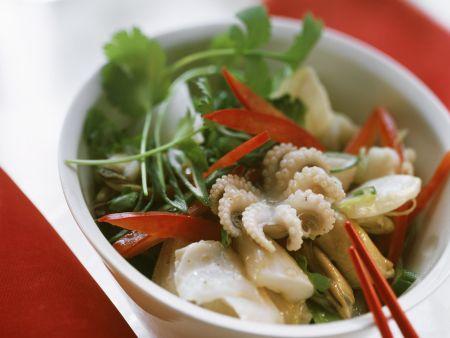 Meeresfrüchtesalat mit Brokkoli und Paprika