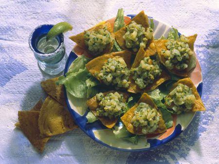 Mexicanische Tacos gefüllt mit Oliven-Kartoffel-Salsa