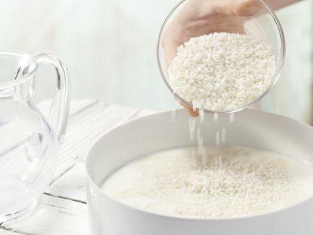 Milchreis mit Kiwi-Sauce: Zubereitungsschritt 1