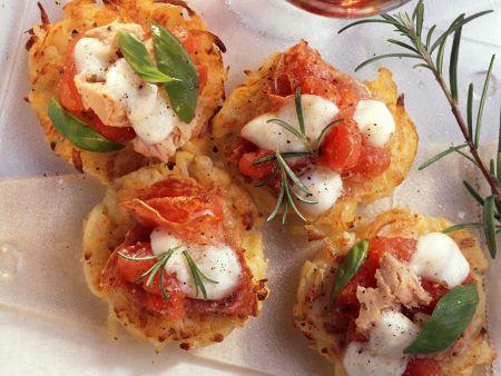 Mini-Kartoffelpizzen mit Fisch und Käse
