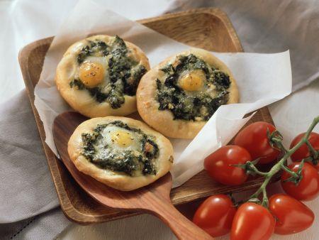 Mini-Pizzen mit Spinat und Ei